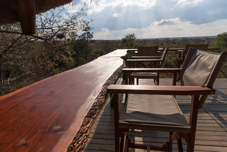 Masuwe Lodge - front deck bar